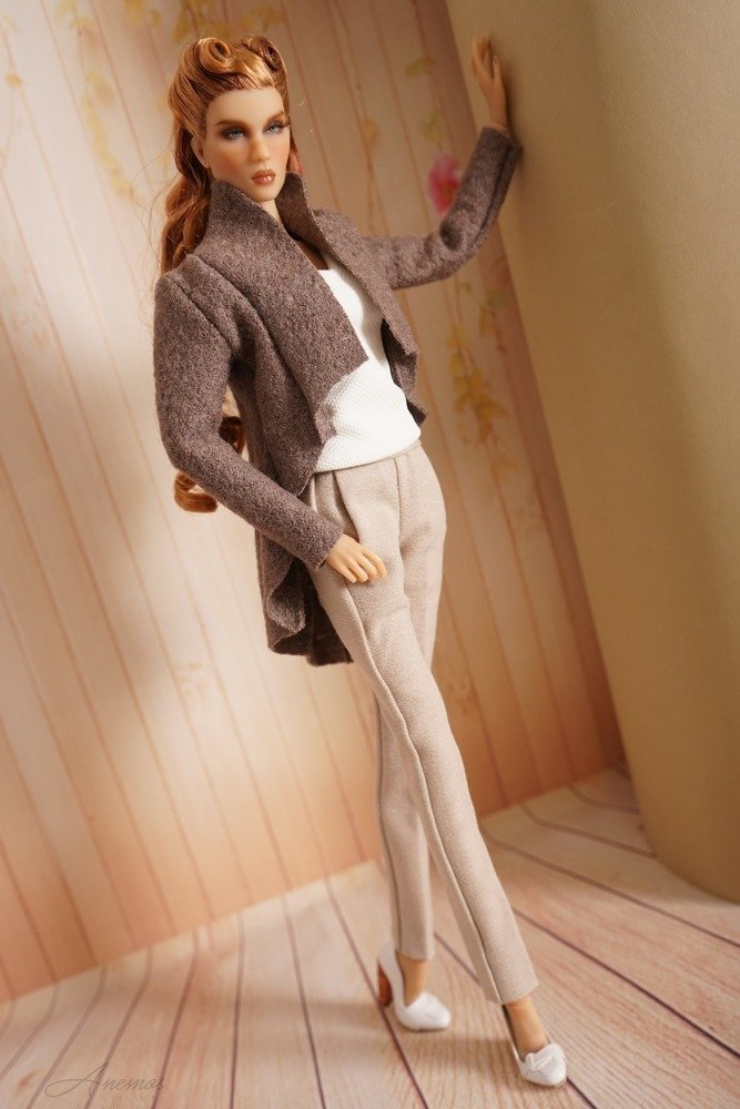 Beige pants for KD 1